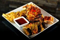 Geroosterd bbq lapje vlees met rozemarijn Stock Foto's