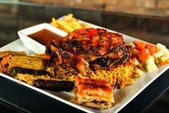 Geroosterd bbq lapje vlees met rozemarijn Stock Afbeeldingen