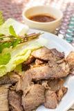 Geroosterd borststukrundvlees op plaat Thaise stijl stock afbeeldingen