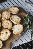 Geroosterd brood, crostini met rozemarijnolie Royalty-vrije Stock Afbeelding