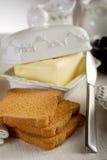 Geroosterd brood met boter stock foto