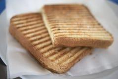 Geroosterd brood met kaas stock afbeeldingen