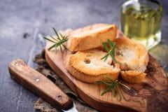 Geroosterd brood met olijfolie en rozemarijn Royalty-vrije Stock Foto