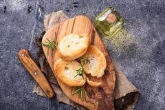 Geroosterd brood met olijfolie en rozemarijn Royalty-vrije Stock Fotografie