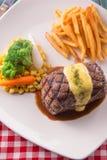 Geroosterd die Lapje vlees met Hollandaise-saus wordt gediend Royalty-vrije Stock Foto's