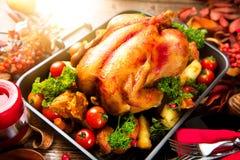 Geroosterd die Turkije met aardappel wordt versierd Dankzegging of Kerstmisdiner Royalty-vrije Stock Foto