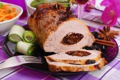 Geroosterd die varkensvleeslendestuk met gedroogde pruim wordt gevuld Royalty-vrije Stock Foto