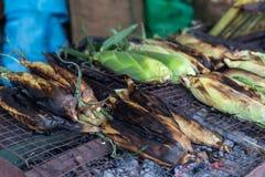 Geroosterd graan op fornuis, voedsel van de de marktstraat van Thailand het lokale stock foto's