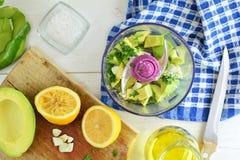Geroosterd Kalfsvlees met Avocadopuree - Volledige Receptenvoorbereiding royalty-vrije stock afbeelding