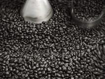 Geroosterd koffiegewas in machine Royalty-vrije Stock Afbeelding