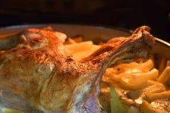 Geroosterd lam met aardappelen in de schil royalty-vrije stock afbeelding