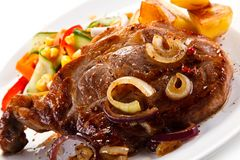 Geroosterd lapje vlees met aardappels stock foto's