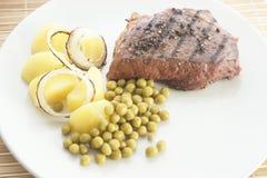 Geroosterd peperlapje vlees met aardappel en erwt Royalty-vrije Stock Afbeelding