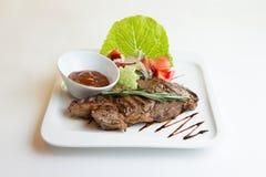 Geroosterd ribeye rundvleeslapje vlees, kruiden en kruiden Royalty-vrije Stock Afbeelding