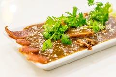 Geroosterd rood varkensvlees in saus Stock Fotografie