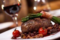 Geroosterd rundvlees met tomaat Royalty-vrije Stock Foto