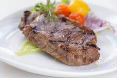 Geroosterd rundvleeslapje vlees met sommige groenten Royalty-vrije Stock Afbeelding