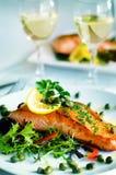 Geroosterd Salmon Fillet Vegetables Glass White-Wijnconcept Royalty-vrije Stock Fotografie