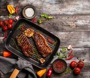 Geroosterd strooklapje vlees met kruiden royalty-vrije stock foto