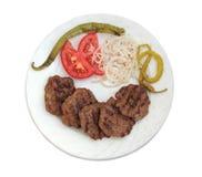 Geroosterd Turks die vleesballetje (Kofte) op witte achtergrond wordt geïsoleerd stock foto