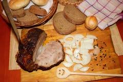 Geroosterd varkensvlees met ui Stock Fotografie
