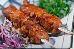 Geroosterd varkensvlees op een vleespen Stock Fotografie