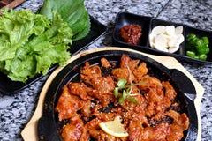 Geroosterd varkensvlees op hete pan met Plantaardige reeks Stock Afbeelding