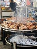 Geroosterd varkensvleesgewricht    koperslager in de markt van het land Royalty-vrije Stock Afbeeldingen