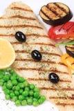 Geroosterd visfilet met smakelijke groenten royalty-vrije stock foto's