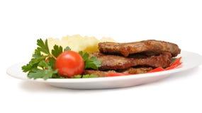 Geroosterd vlees met groenten op witte plaat Royalty-vrije Stock Foto's