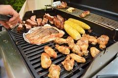 Geroosterd Voedsel op de BBQ Grill stock afbeeldingen