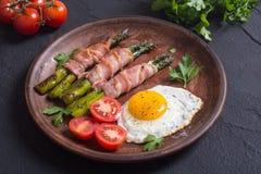 Geroosterde asperge met bacon royalty-vrije stock afbeelding