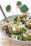 Geroosterde broccoli en farrosalade met feta stock foto