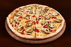 Geroosterde courgette en Spaanse peperpizza Royalty-vrije Stock Afbeelding