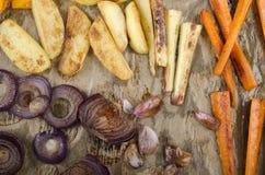Geroosterde groente op keukendocument Royalty-vrije Stock Afbeelding