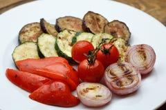 Geroosterde groenten: de peperaubergine van de tomatenui stock afbeeldingen