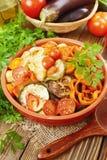Geroosterde groenten in een ceramische pot Royalty-vrije Stock Afbeelding