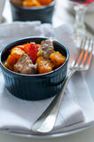 Geroosterde groenten met vlees Stock Afbeeldingen
