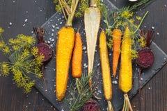 Geroosterde groenten op een bakseldienblad Royalty-vrije Stock Afbeeldingen
