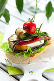 Geroosterde groenten op toost Stock Foto's