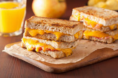 Geroosterde kaas en baconsandwich Stock Afbeelding