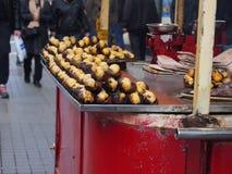 Geroosterde kastanjeverkoper, Istanboel Stock Foto