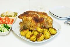 Geroosterde kip en aardappels Royalty-vrije Stock Foto