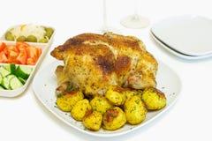 Geroosterde kip en aardappels Stock Foto's
