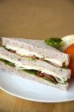 Geroosterde kip en baconsandwich Stock Afbeeldingen