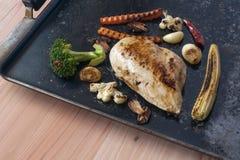 geroosterde kip en geroosterde groenten Royalty-vrije Stock Foto's