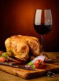 Geroosterde kip en rode wijn Stock Afbeeldingen