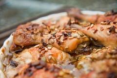 Geroosterde kip met zonnebloem en pompoengraines en honing Royalty-vrije Stock Afbeelding