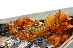 Geroosterde kip op de vlammende grill Royalty-vrije Stock Foto's