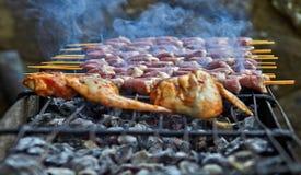 Geroosterde kip op de warme lente stock fotografie
